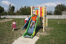 Нова гірка на дитячому майданчику в Борисполі