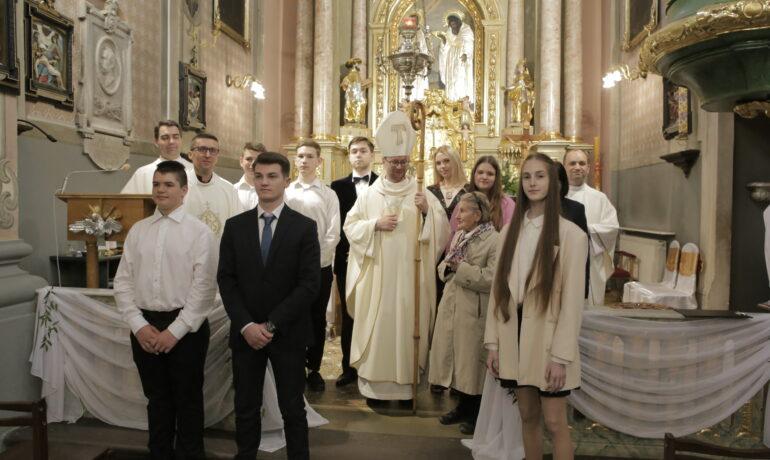 Вірні з парафії св. Антонія прийняли Таїнство миропомазання